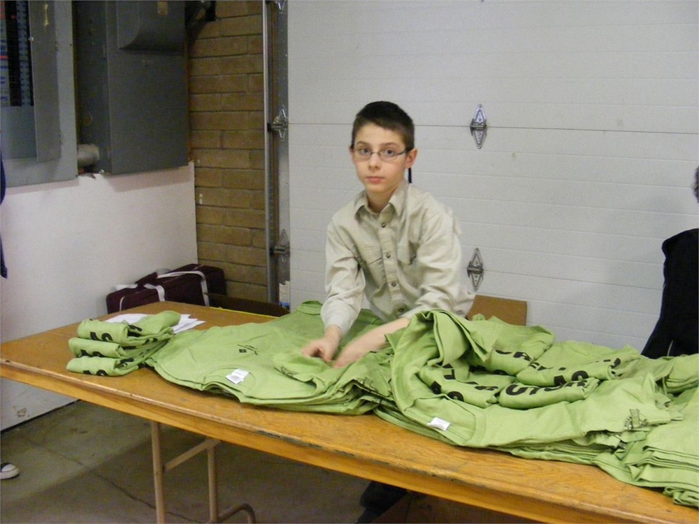Chance from Campbell Co. Wyoming helping hand out the free T-shirts from Farm Credit Service to all the competing youth